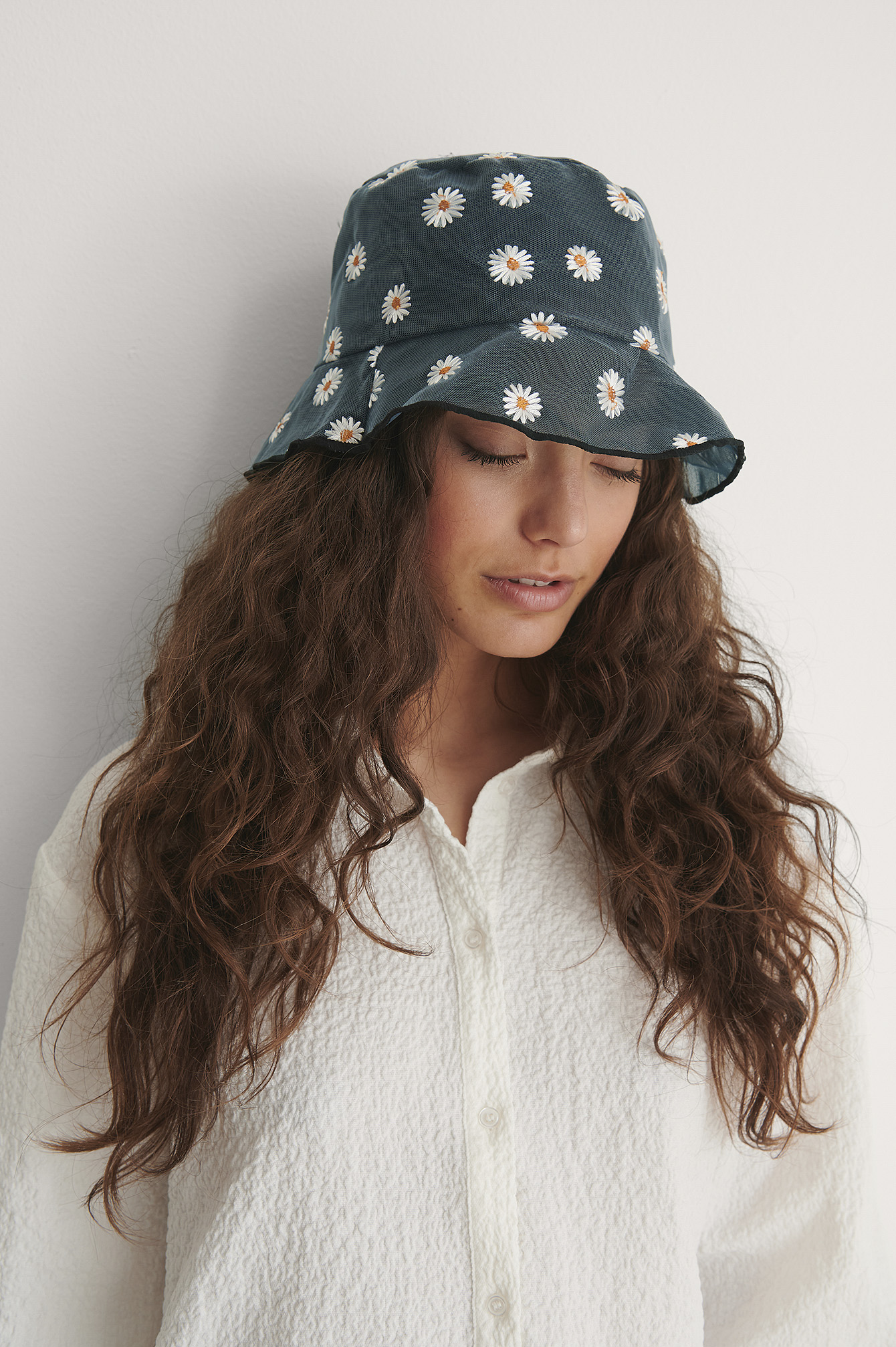 Black Daisy Embroidered Bucket Hat