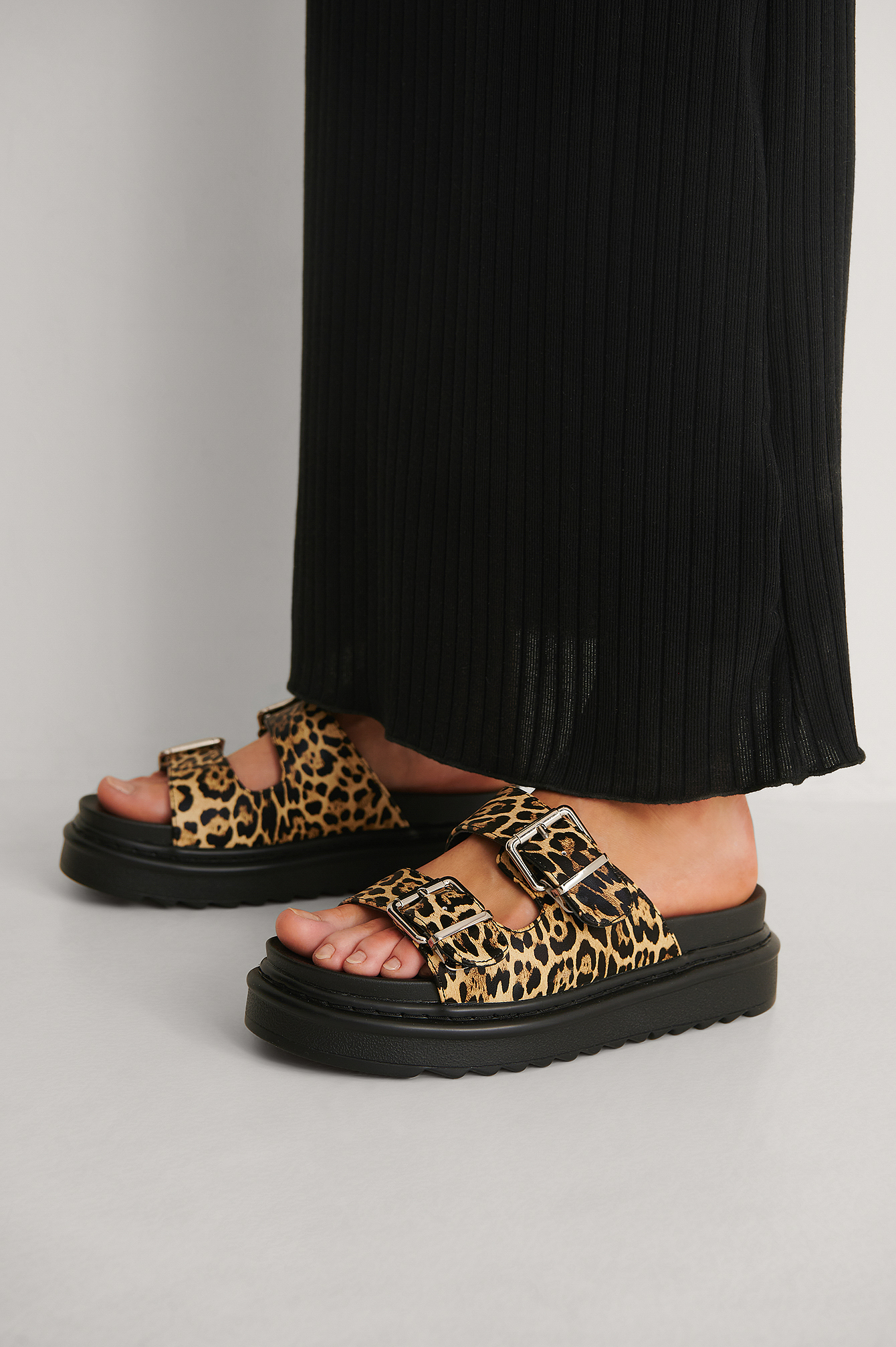 Leopard Profile Buckle Sandals