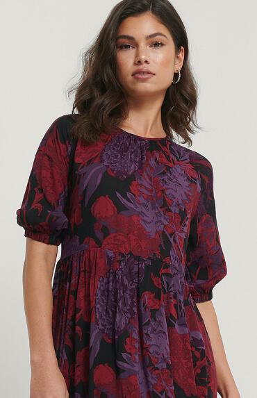 Girl in flowy shirt sleeve dress