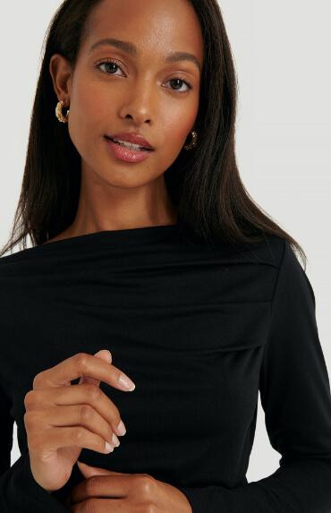NA‑KD draped long sleeve top